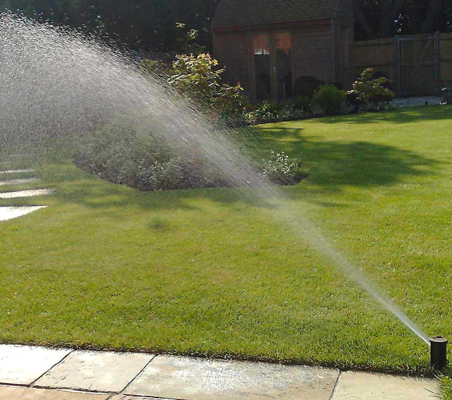 Entretien des systèmes d'arrosage automatique à Marrakech    Maintenance of automatic watering systems in Marrakech